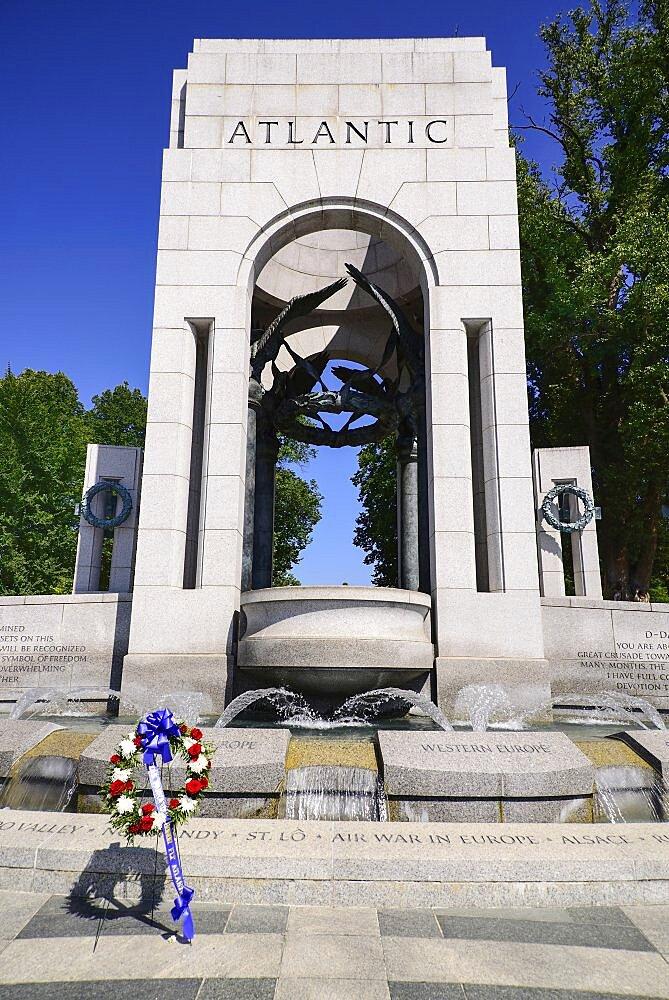 USA, Washington DC, National Mall, National World War 2 Memorial, Northern Triumphal Arch.