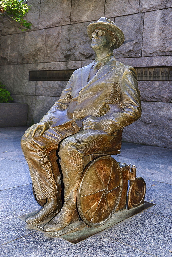 USA, Washington DC, National Mall, President Franklin Delano Roosevelt Memorial, Statue of the former President seatedl in his wheelchair.