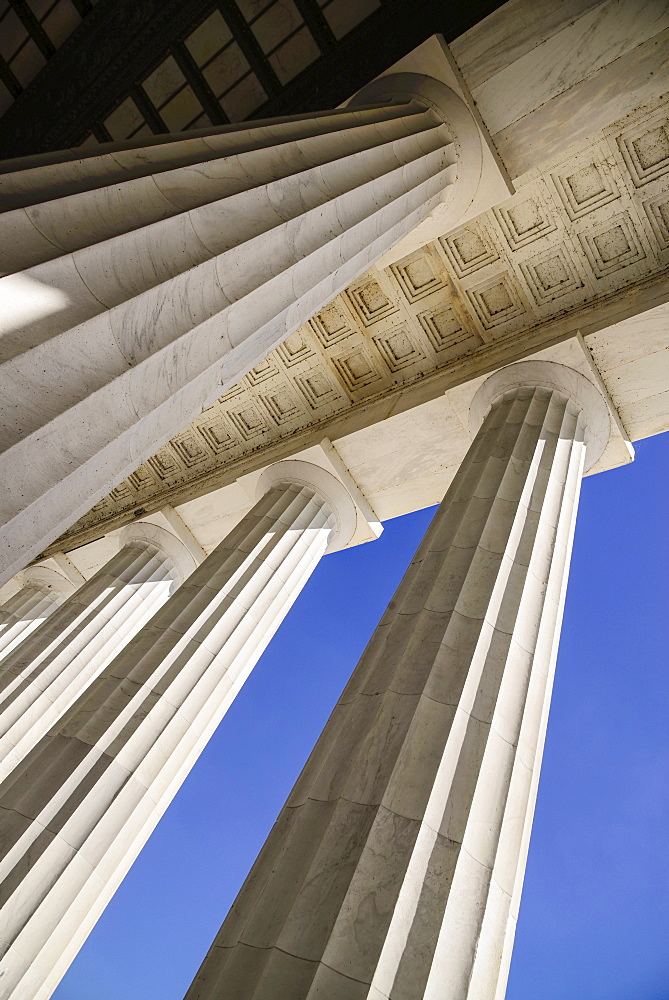 USA, Washington DC, National Mall, Lincoln Memorial, Close up of the Doric columns of the peristyle surrounding the memorial.