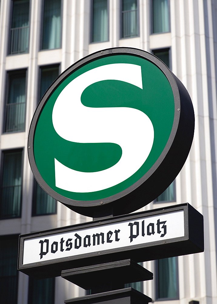 Germany, Berlin, Mitte, Potsdamer Platz U-Bahn station sign. - 797-12769