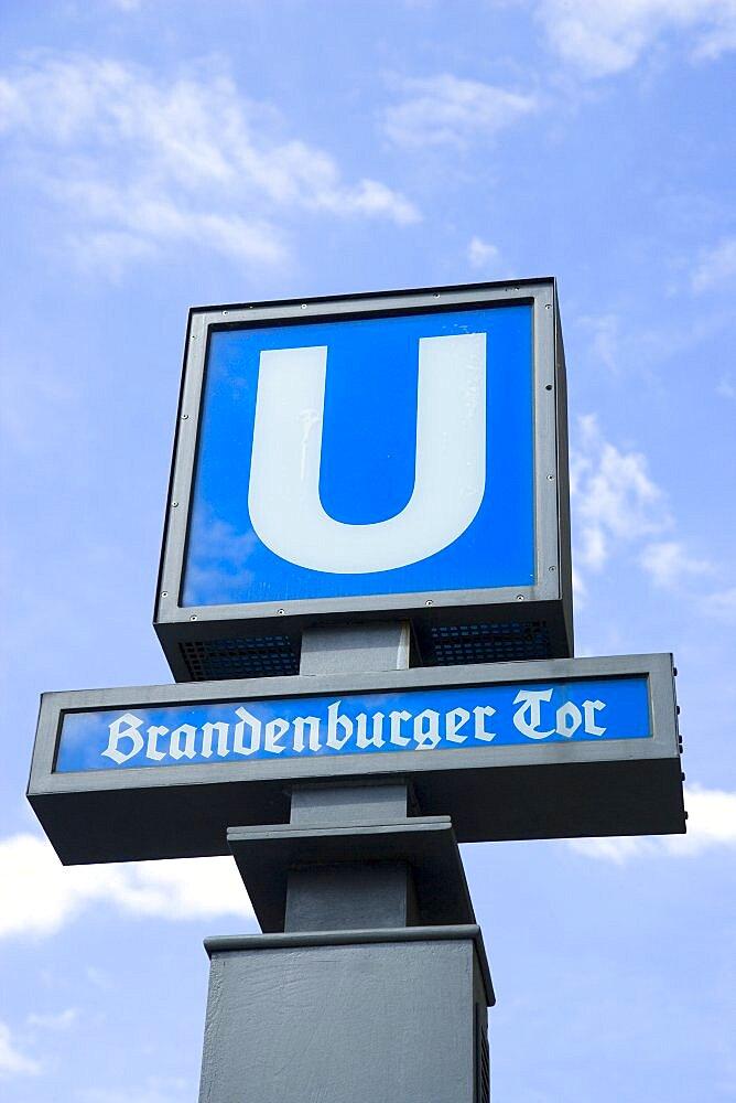 Germany, Berlin, Mitte, blue U-Bahn undergound sign at Brandenburger Tor, Brandenburg Gate.-