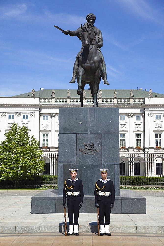 Poland, Warsaw, Old Town, Krakowskie Przedmiescie, Radziwill Palace Presidential Residence with guards in front of statue of Prince Jalzef Poniatowski. - 797-12861