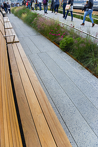 USA, New York, Manhattan, wooden benches on the High Line linear park on an elevated disused railroad spur called The West Side Line. - 797-12931