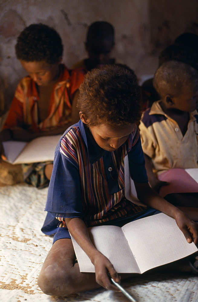 SOMALIA  Tula Bawayo Schoolchildren in area near Mandera devastated by war.  African Eastern Africa Kids Learning Lessons Somalian Soomaliya Teaching