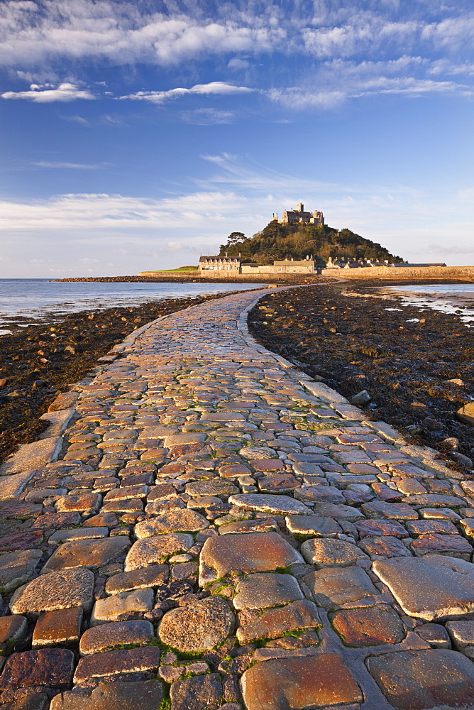 Causeway over to St. Michaels Mount at low tide, Marazion, Cornwall, England, United Kingdom, Europe
