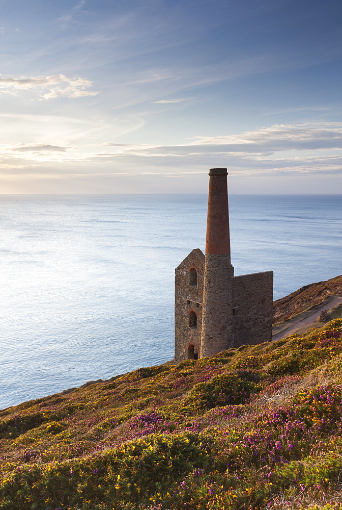 The abandoned Wheal Coates engine house, UNESCO World Heritage Site, on the Cornish cliff tops near St. Agnes, Cornwall, England, United Kingdom, Europe