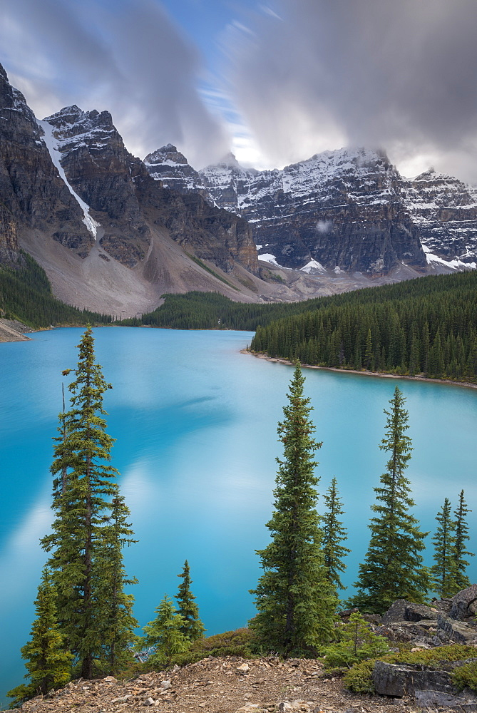 Beautiful turquoise water of Moraine Lake in the Canadian Rockies, Banff National Park, UNESCO World Heritage Site, Alberta, Canada, North America - 799-3410