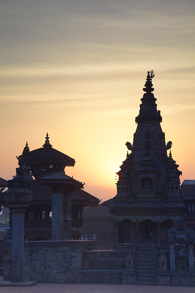 Durbar Square at dawn, Bhaktapur, UNESCO World Heritage Site, Kathmandu Valley, Nepal, Asia