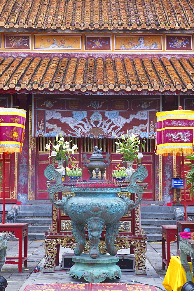 Mieu Temple inside Imperial Palace in Citadel, UNESCO World Heritage Site, Hue, Thua Thien-Hue, Vietnam, Indochina, Southeast Asia, Asia
