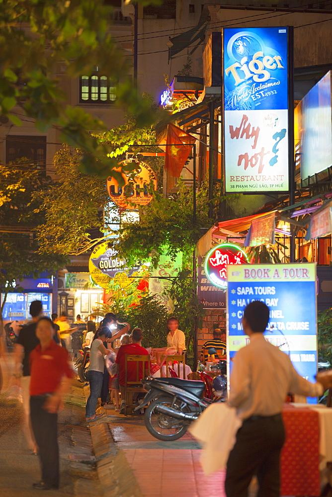 Restaurants and bars along tourist street of Pham Ngu Lao, Hue, Thua Thien-Hue, Vietnam, Indochina, Southeast Asia, Asia