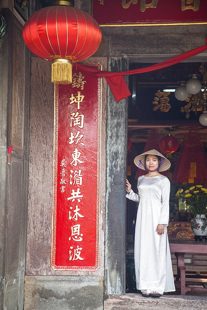 Woman wearing Ao Dai dress at Phouc Kien Assembly Hall, Hoi An, UNESCO World Heritage Site, Quang Nam, Vietnam, Indochina, Southeast Asia, Asia
