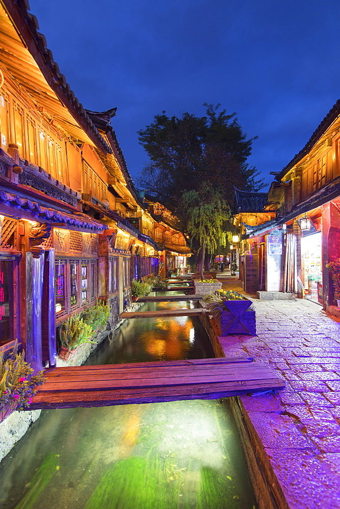 Bars and restaurants along canal at dusk, Lijiang, UNESCO World Heritage Site, Yunnan, China, Asia
