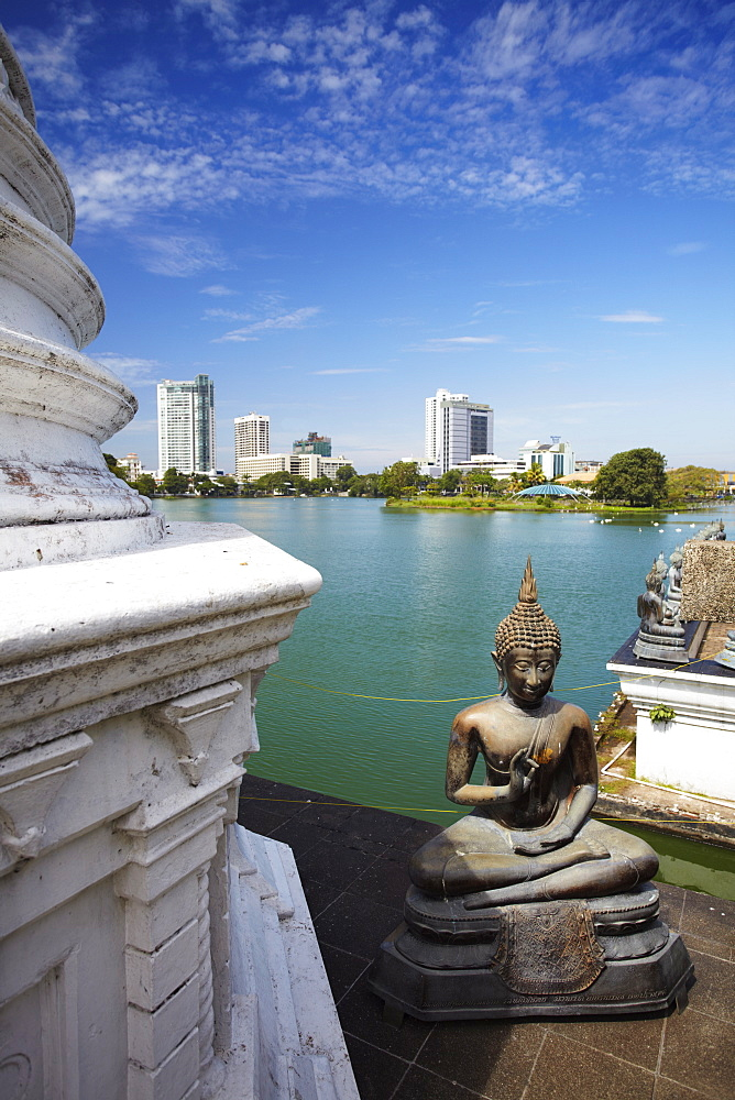 Seema Malakaya Temple on Beira Lake, Cinnamon Gardens, Colombo, Sri Lanka, Asia