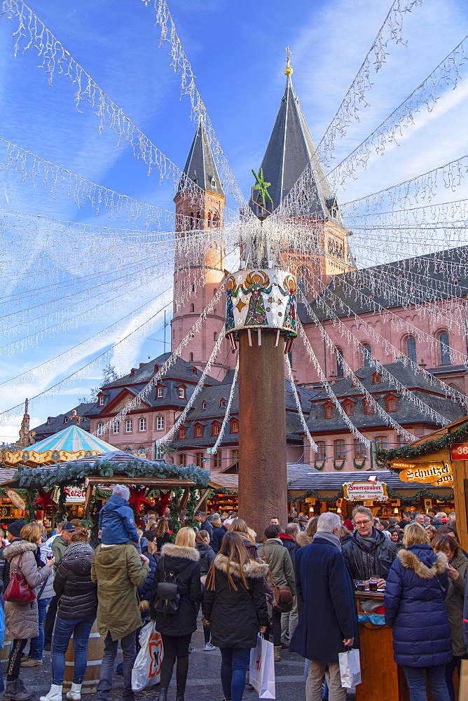 Christmas Market and Mainz Cathedral, Mainz, Rhineland-Palatinate, Germany - 800-3691