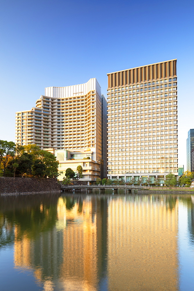 Palace Hotel and Imperial Palace moat, Tokyo, Honshu, Japan, Asia