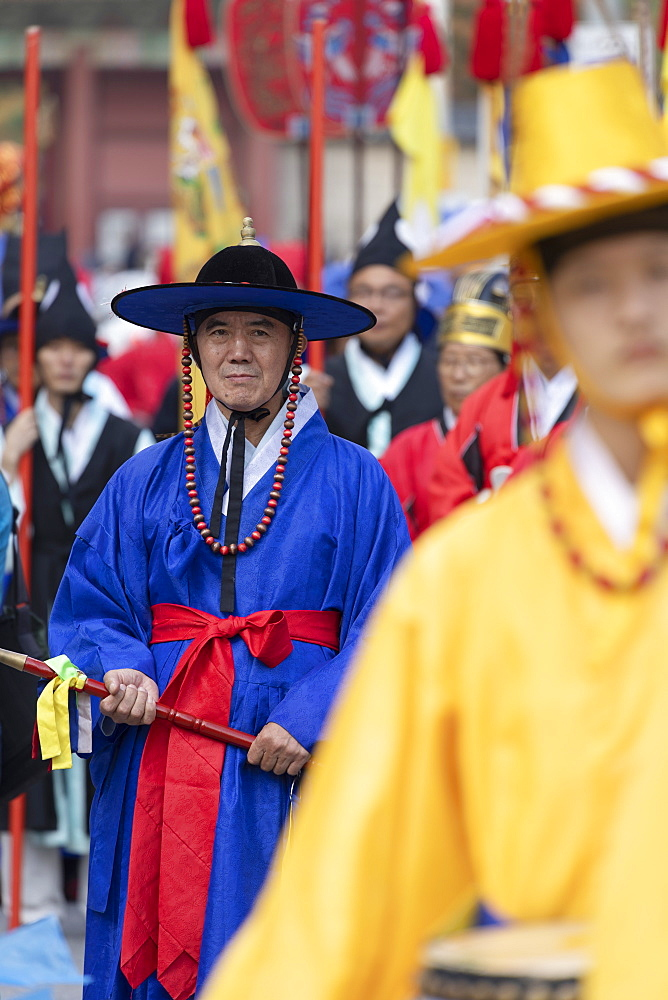 Traditional parade outside Changdeokgung Palace, Seoul, South Korea, Asia
