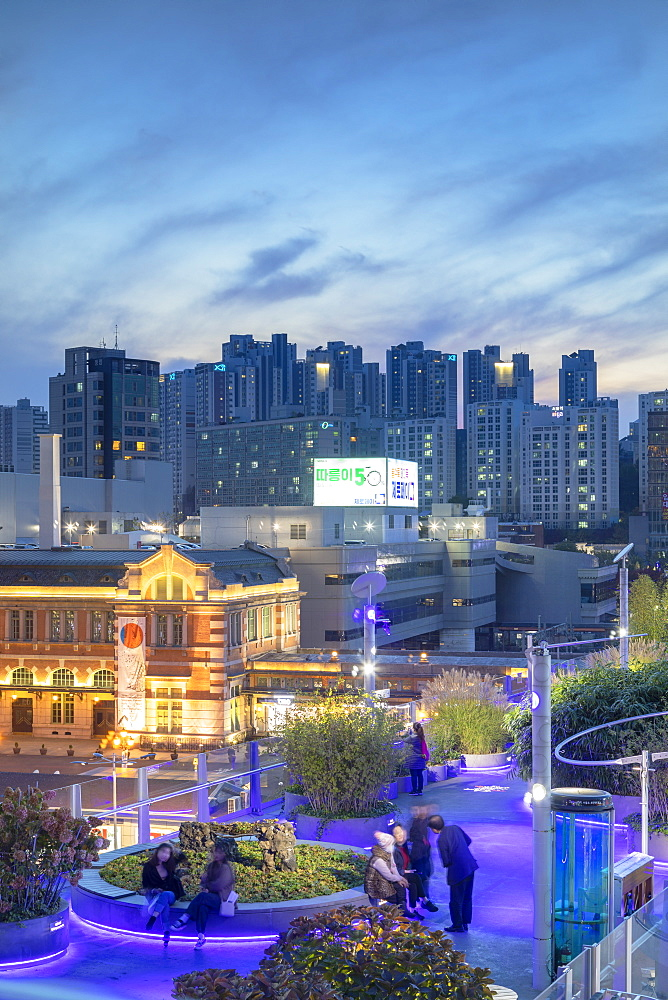 Seoul 7017 Skygarden and Seoul Station at dusk, Seoul, South Korea, Asia - 800-3903