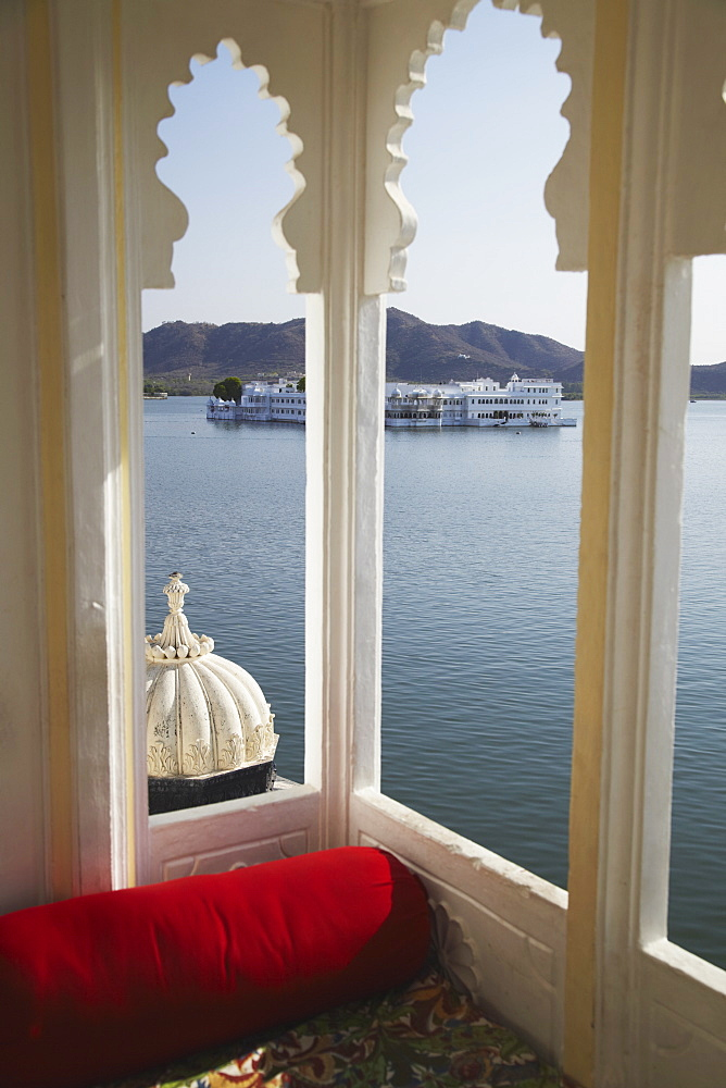 View of Lake Palace Hotel from Jagat Niiwas Palace Hotel, Udaipur, Rajasthan, India, Asia - 800-612