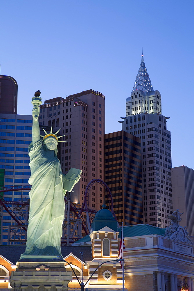 Reproduction of the Statue of Liberty in the evening, New York-New York Hotel and Casino, Las Vegas, Nevada, United States of America, North America