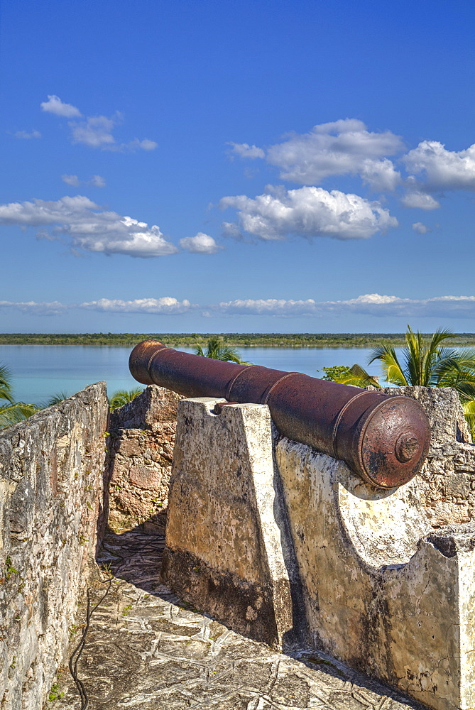 Old cannon, Ramparts of San Felipe Fort, built in 1733, Laguna Bacalar, Quintana Roo, Mexico, North America