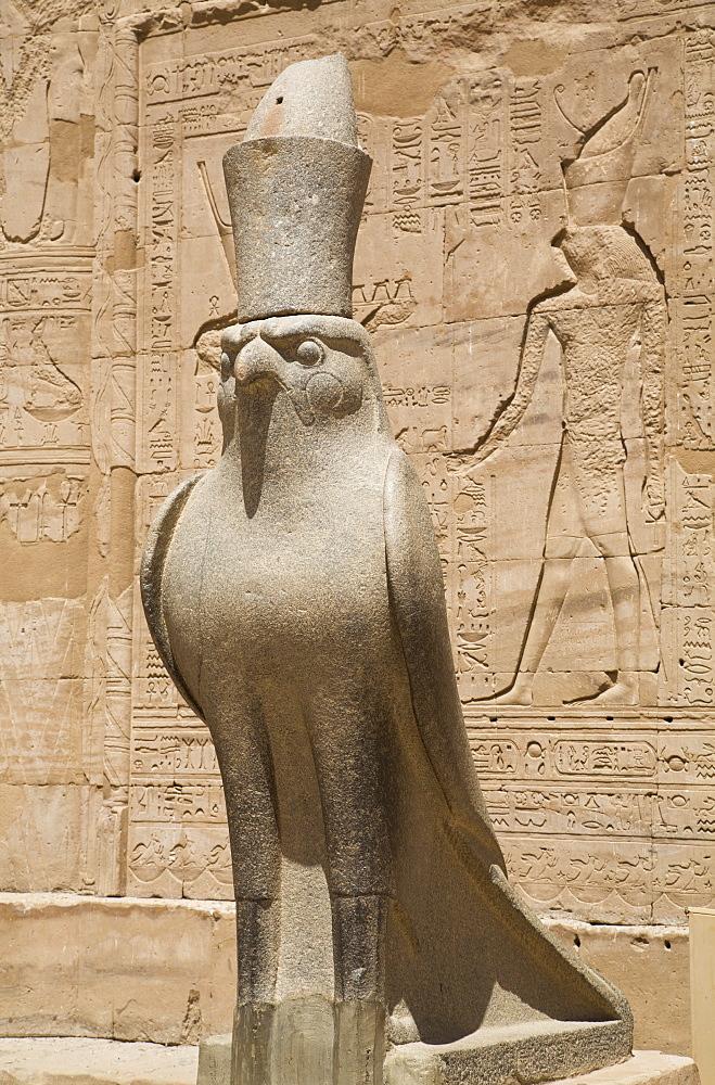 Granite falcons, Pylon, Temple of Horus, Edfu, Egypt, North Africa, Africa