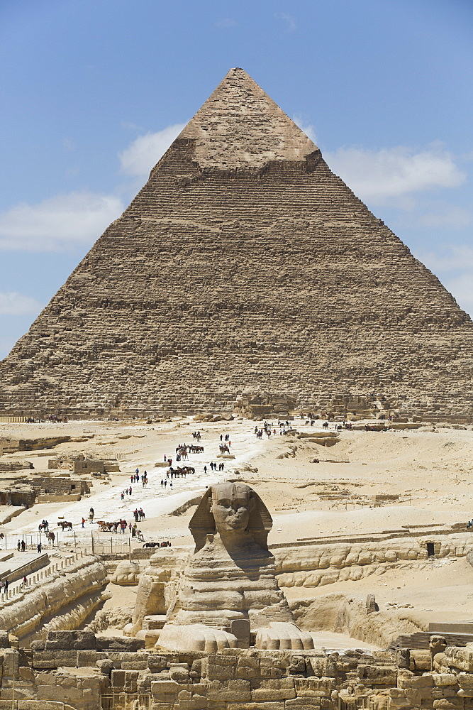 Sphinx in foreground and Pyramid of Chephren, The Giza Pyramids, UNESCO World Heritage Site, Giza, Egypt, North Africa, Africa