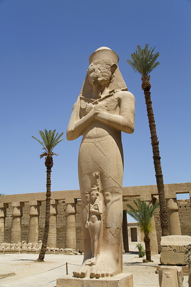 Statue of Ramses II with his daughter Benta-Anta, Forecourt, Karnak Temple, Luxor, Thebes, UNESCO World Heritage Site, Egypt, North Africa, Africa