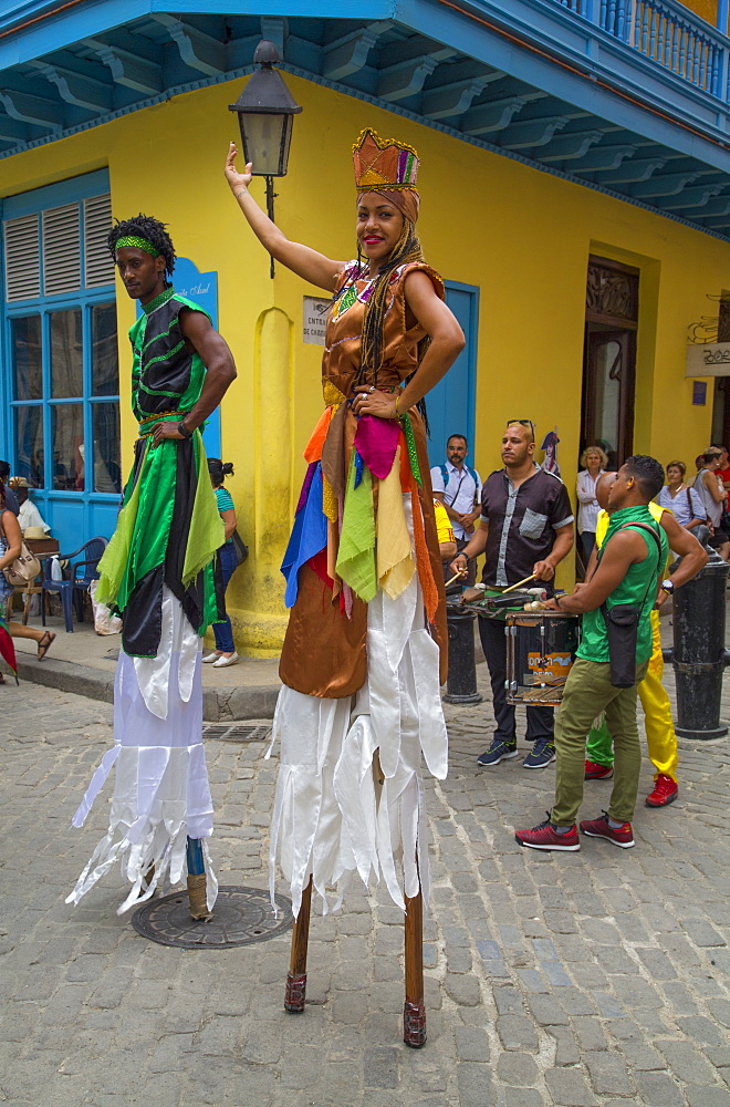 Street dancers on stilts, La Habana Vieja, UNESCO World Heritage Site, Havana, Cuba, West Indies, Central America