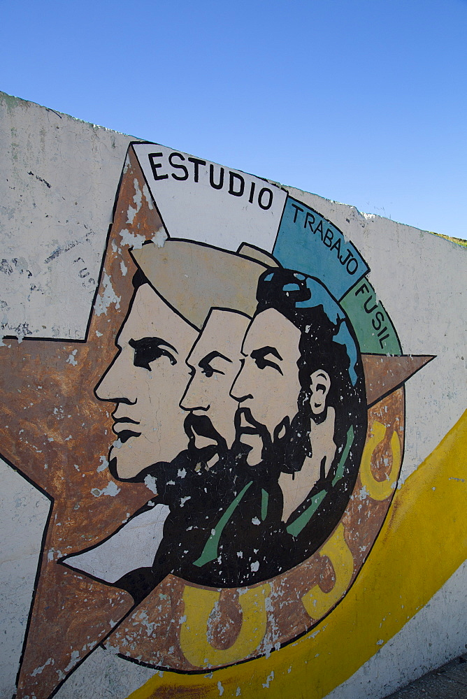 Mural of Heroes Mella, Cienfuegos and Che Guevara, La Habana Vieja, UNESCO World Heritage Site, Havana, Cuba, West Indies, Central America