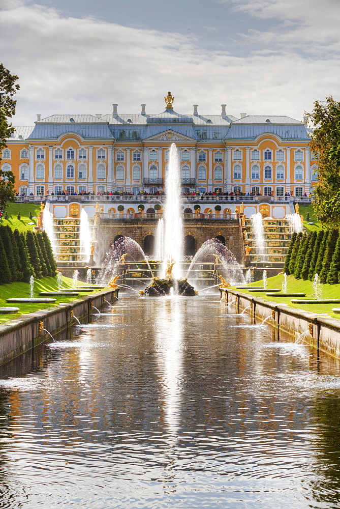 Samson Fountain, Great Palace, view from Sea Canal, Peterhof, UNESCO World Heritage Site, near St. Petersburg, Russia, Europe