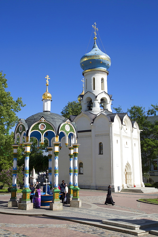 Holy Well in foreground, Holy Spirit Church, Holy Trinity Saint Sergius Lavra, UNESCO World Heritage Site, Sergiev Posad, Russia, Europe