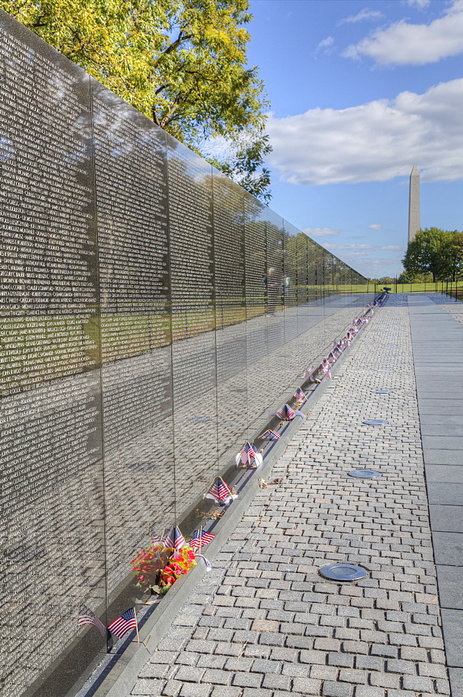 The Wall, Washington Monument in the background, Vietnam Veterans Memorial, Washington D.C., United States of America, North America - 801-2431