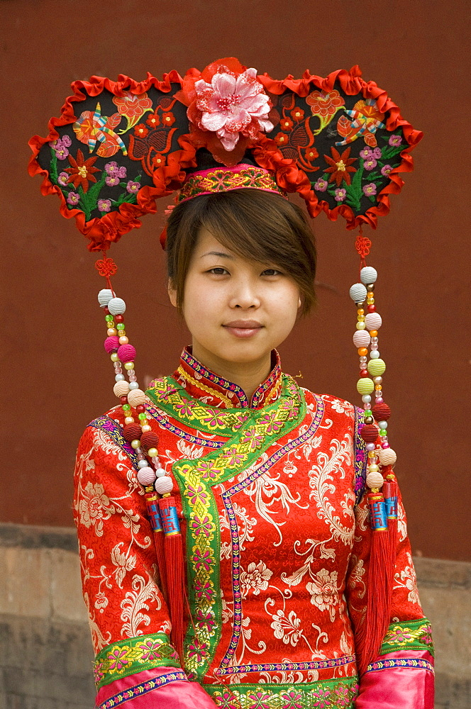 410745366 Chinese dancer in traditional costume, Chengde, Hebei, China, Asia