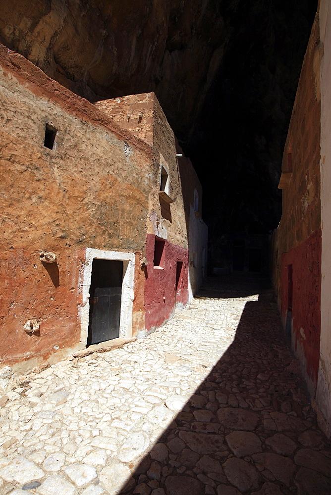 Nineteenth century houses, Grotta di Mangiapanne, northwest Sicily, Italy, Europe