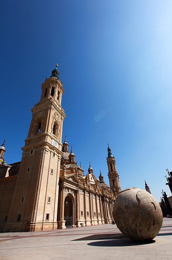 Basilica de Nuestra Senora del Pilar dominates the expanse of the Plaza del Pilar in the centre of Zaragoza, Aragon, Spain