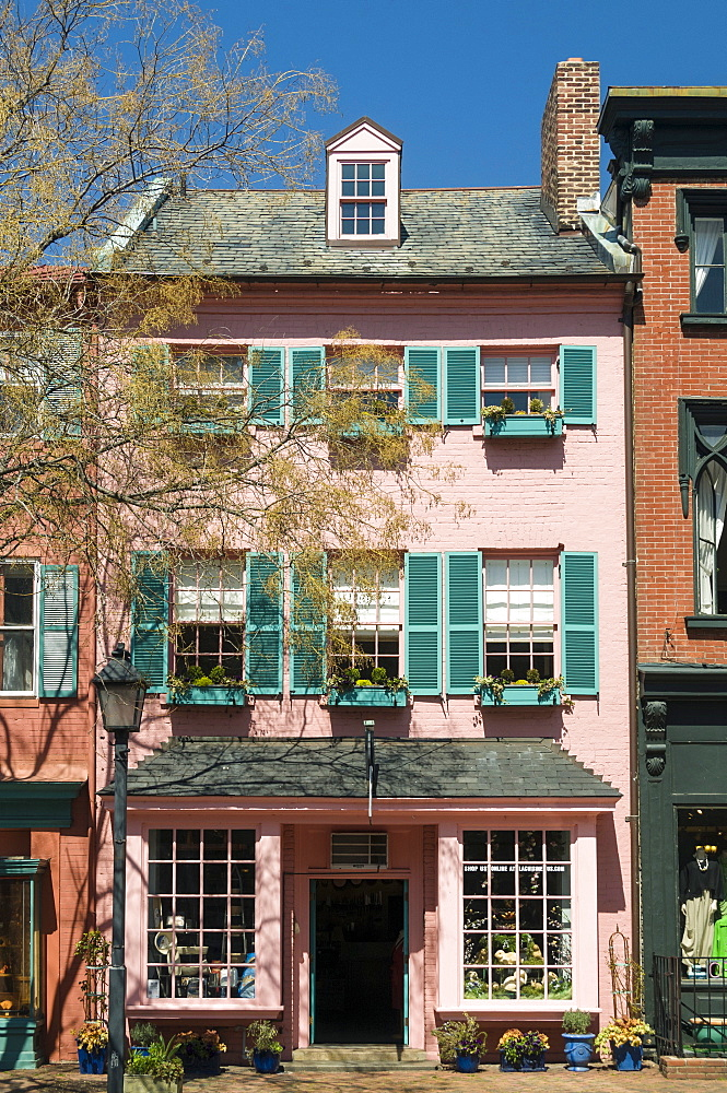 Historic buildings on Cameron Street in Old Town Alexandria, Virginia, United States of America, North America