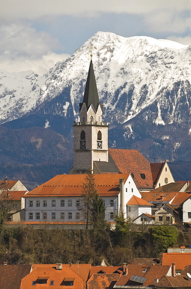 St. Cantianus Church in the foreground and the Kamnik Alps behind, Kranj, Slovenia, Europe