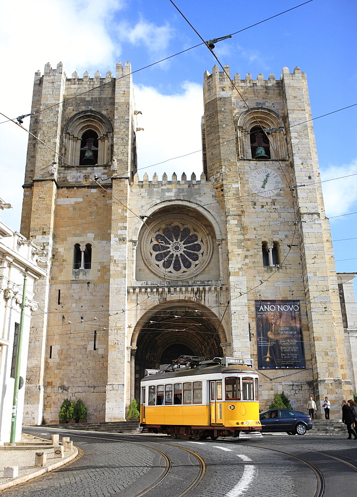 Tram and Se (Cathedral), Alfama, Lisbon, Portugal, Europe