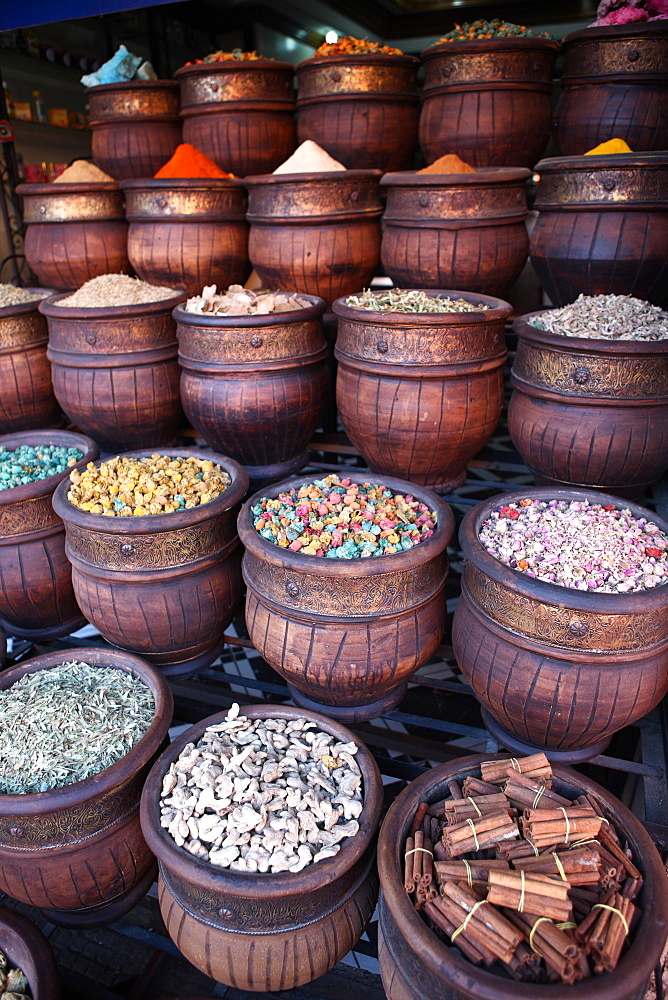 Spice shop, Marrakech, Morocco, North Africa, Africa - 806-235