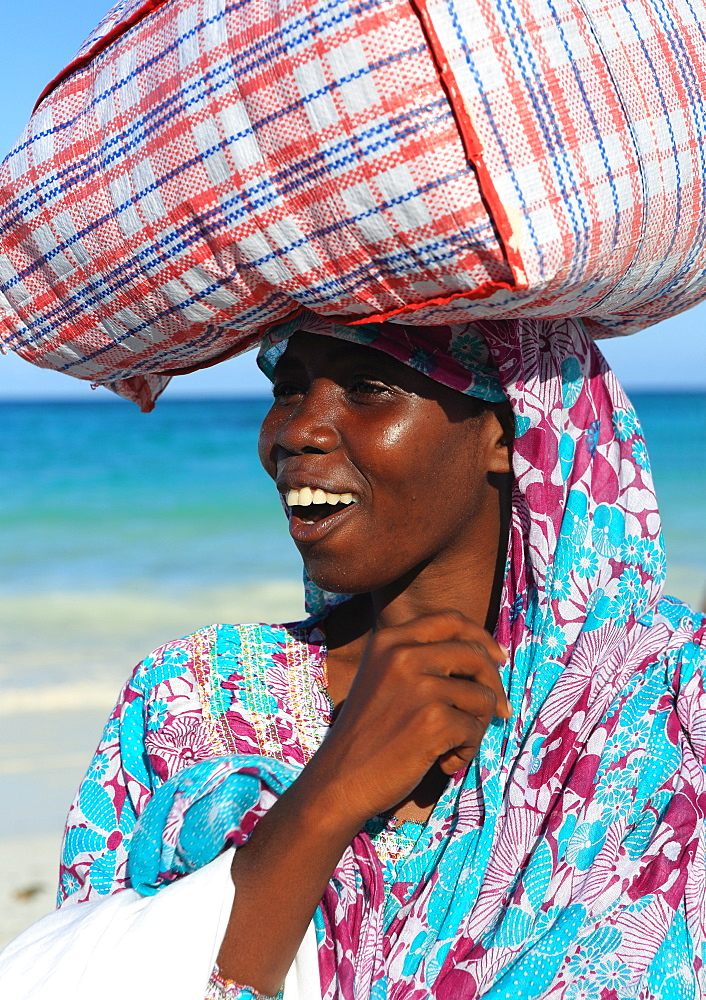 Woman carrying package on head, Zanzibar, Tanzania, East Africa, Africa