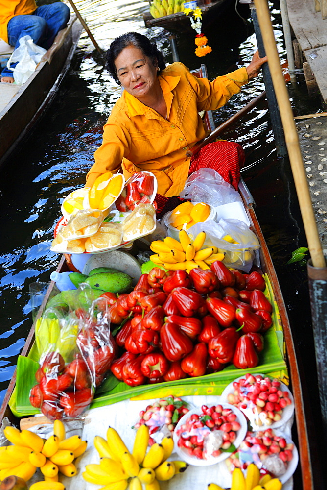 Thai woman selling fruit at floating market, Bangkok, Thailand, Southeast Asia, Asia - 806-340