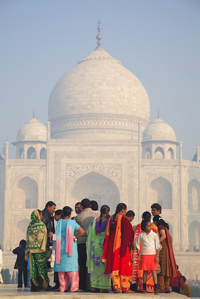 The Taj Mahal, UNESCO World Heritage Site, Agra, Uttar Pradesh, India, Asia - 807-74