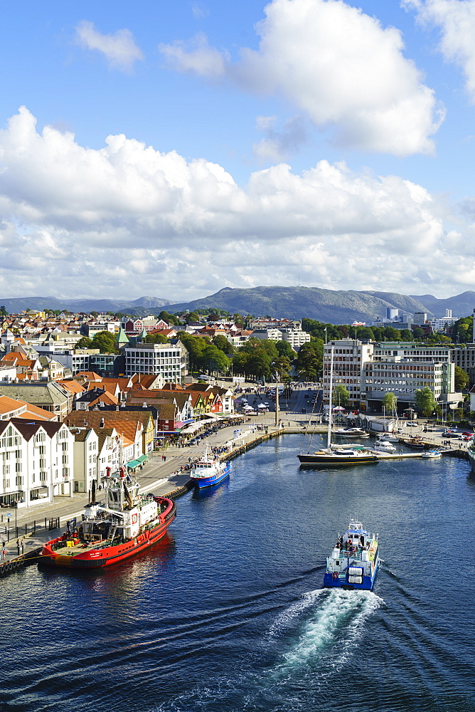Vagen, Stavanger's inner harbour, Stavanger, Norway's third largest city and centre of the country's oil industry, Norway, Scandinavia, Europe