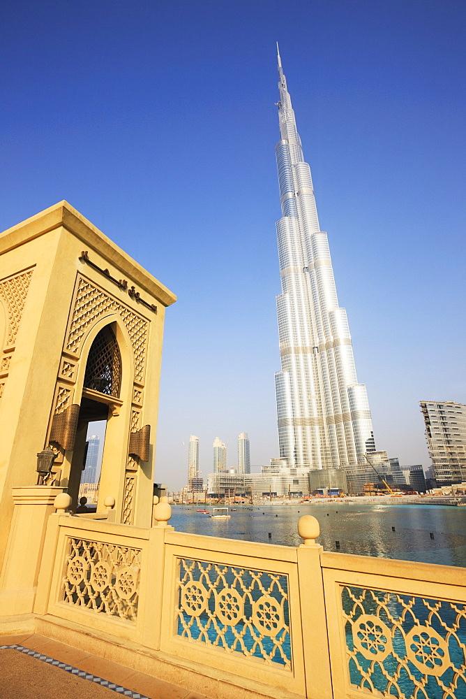 Burj Khalifa, formerly the Burj Dubai (Dubai Tower), the tallest tower in the world at 818m, in the foreground is the Dubai Mall, Downtown Burj Dubai, Dubai, United Arab Emirates, Middle East