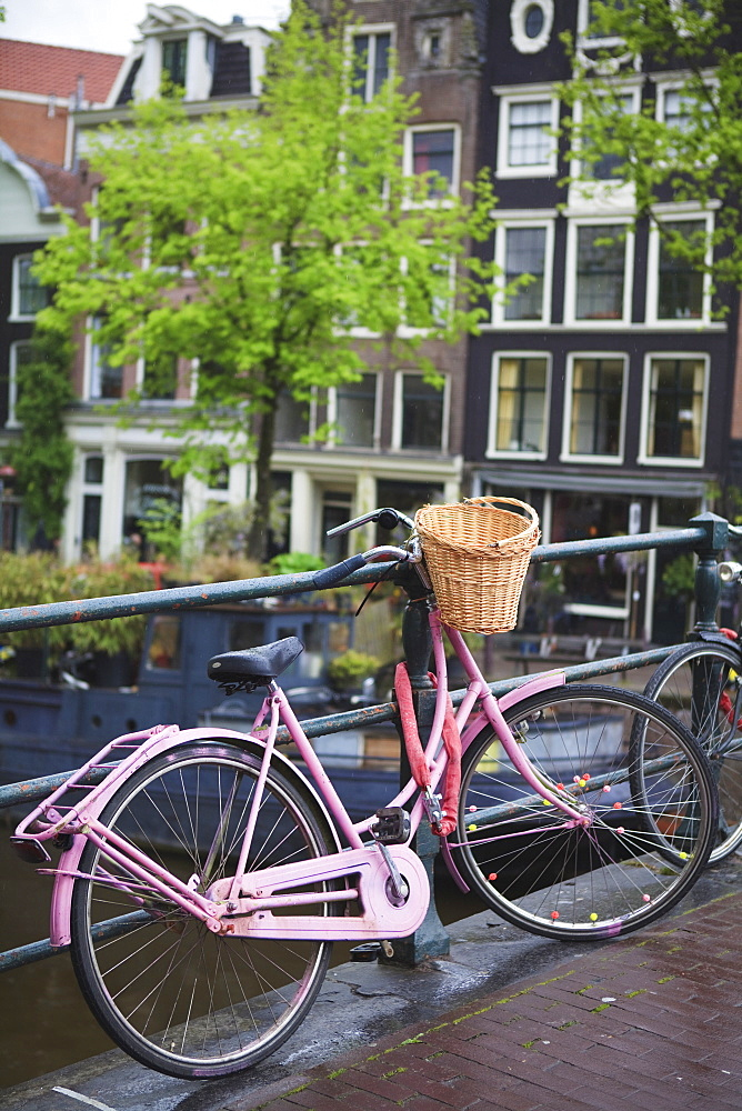 Pink bicycle, Brouwersgracht, Amsterdam, Netherlands, Europe