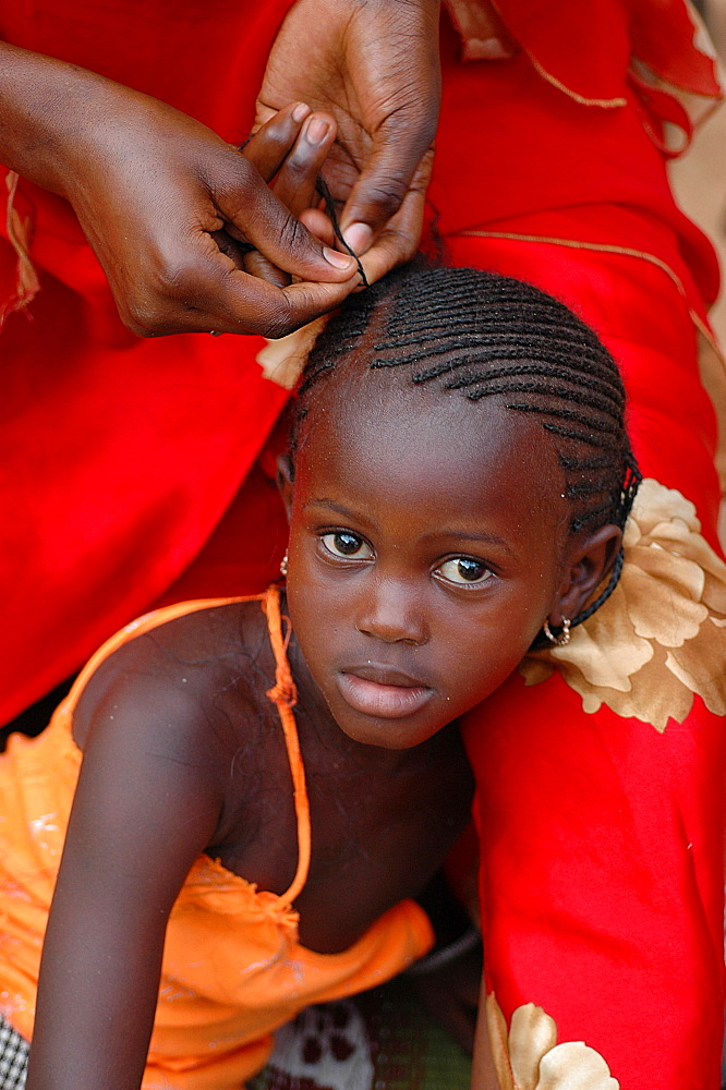 Hair braiding, Dakar, Senegal, West Africa, Africa
