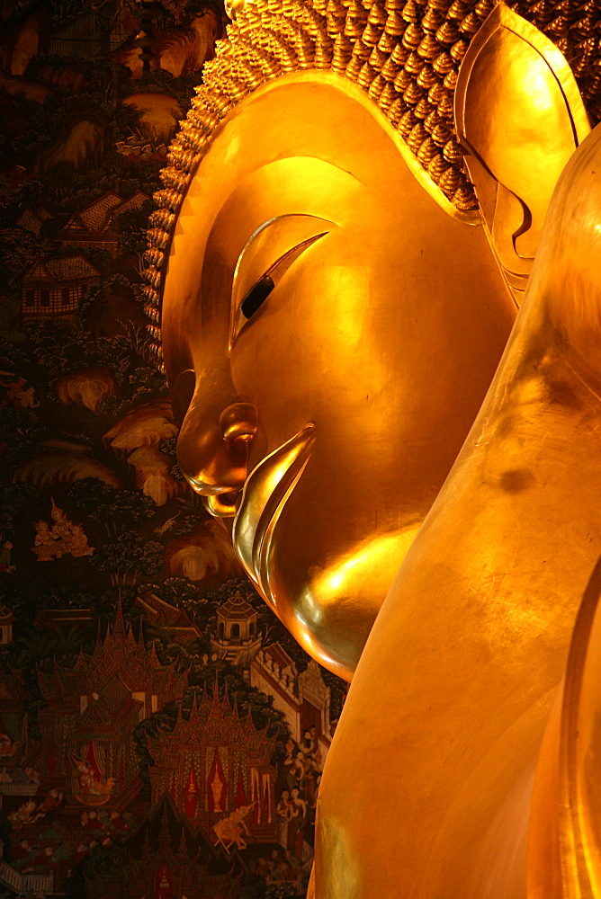 Reclining Buddha in Wat Po temple, Bangkok, Thailand, Southeast Asia