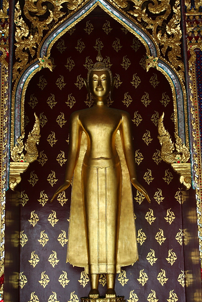 Golden Buddha in Wat Po temple, Bangkok, Thailand, Southeast Asia, Asia