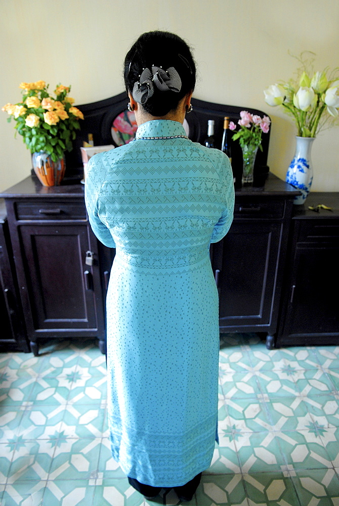 Ancestor worship in a Hanoi home, Vietnam, Indochina, Southeast Asia, Asia
