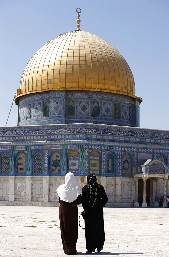 Muslim women at the Dome of the Rock, Jerusalem, Israel, Middle East